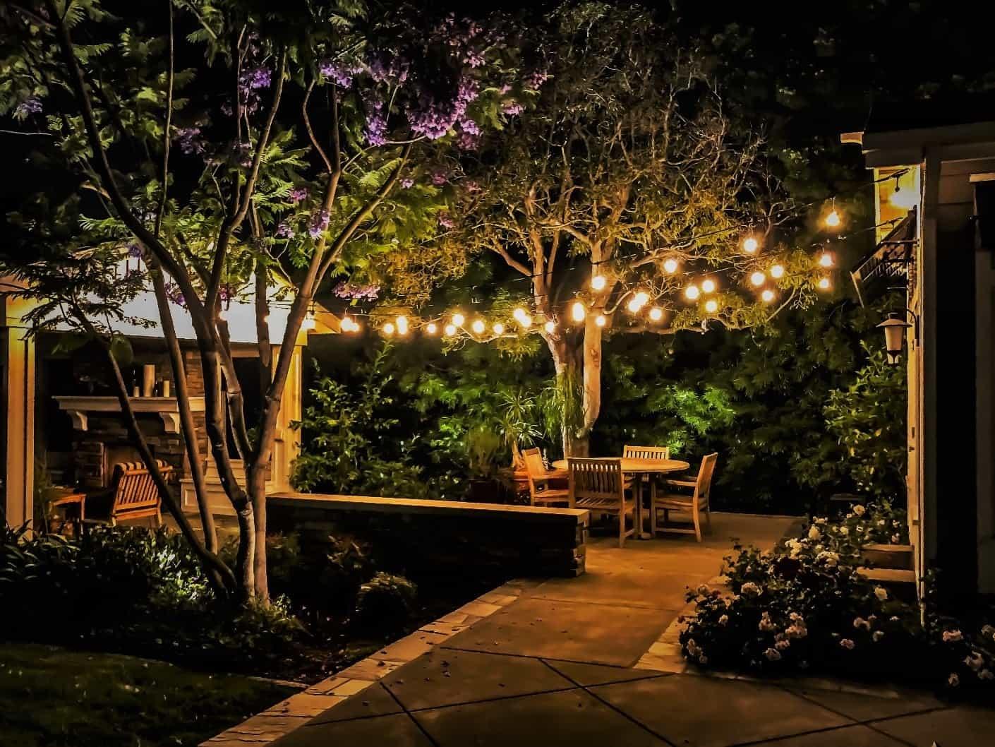 đèn trang trí quán cafe sân vườn