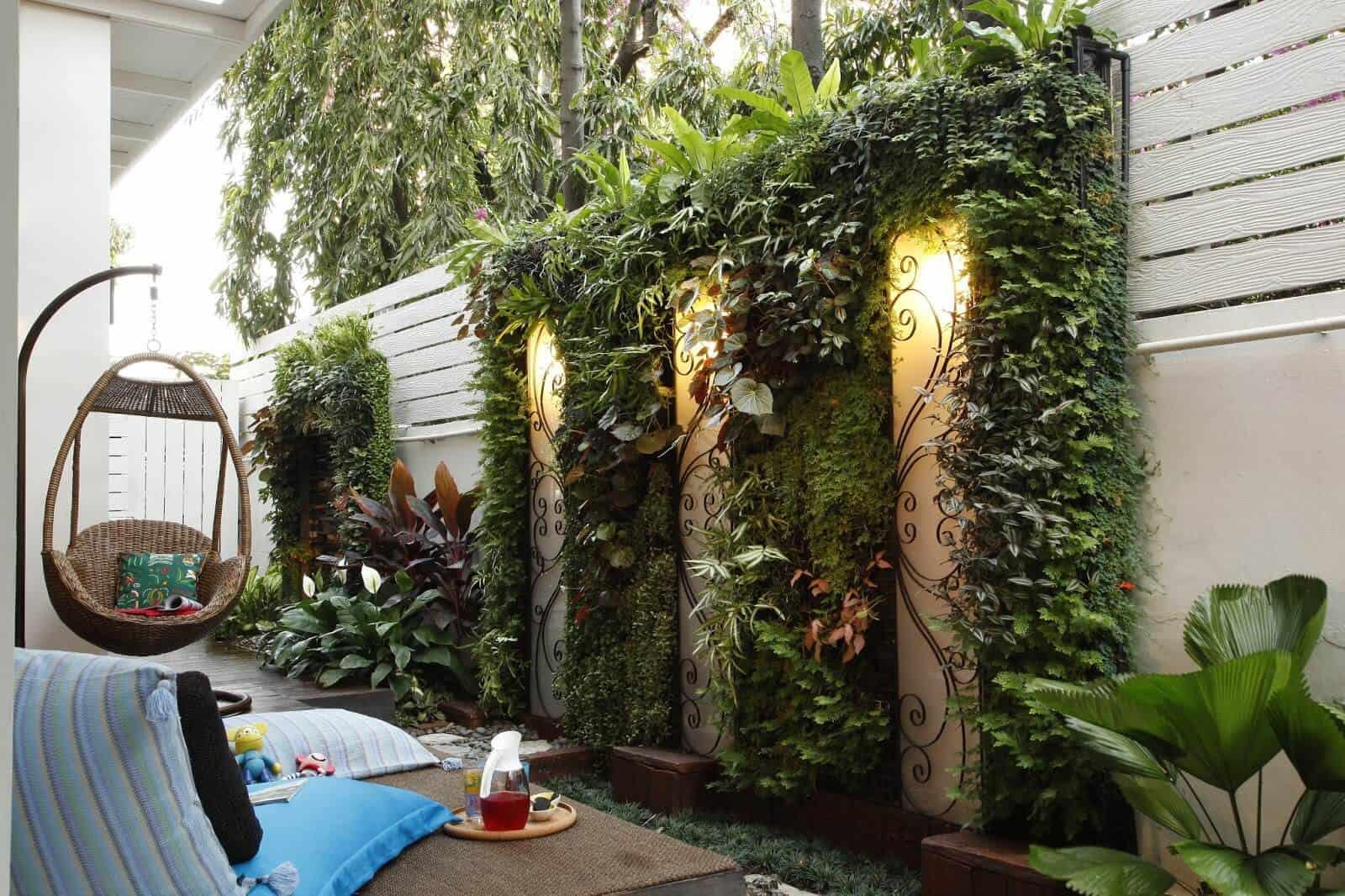Mẫu sân vườn quán cafe với tường đứng